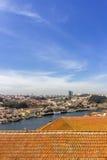 Porto kształtuje teren widok nad Douro tradicional i rzeki dachami Zdjęcie Royalty Free