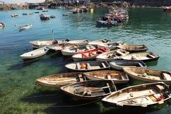 Porto litoral córnico do barco da vila imagem de stock royalty free