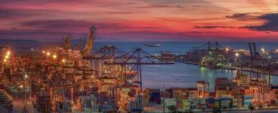 Porto logistico con la nave da carico Fotografie Stock