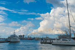 Porto Louis Pier, noite, barcos foto de stock royalty free