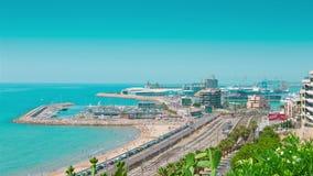 Porto marítimo de Tarragona e praia, Costa Daurada, Espanha filme