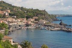 Porto marítimo e casas em Sicília Fotografia de Stock Royalty Free