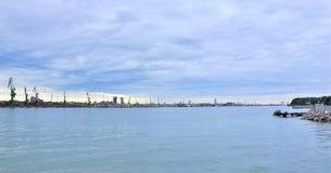 porto marittimo dello stato KlaipÄ-da - inoccupato, porto marittimo universale del mare profondo situato nello stretto KlaipÄ-da Immagine Stock