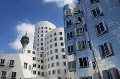 Porto Medienhafen dos meios de Alemanha Dusseldorf com imagens de stock