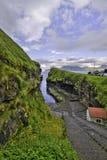 Porto minúsculo no desfiladeiro em Gjogv, Eysturoy, Ilhas Faroé Foto de Stock Royalty Free
