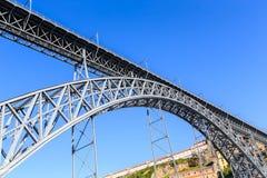 Porto mit der Dom Luiz-Brücke Stockfotos