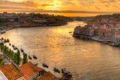 Porto mit Fluss Duoro am Sonnenuntergang Lizenzfreie Stockfotos