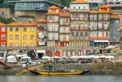 porto Multicolored huizen op de waterkant van de Douro-Rivier royalty-vrije stock foto