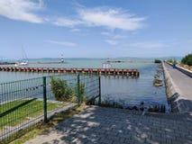 Porto nel balaton dell'Ungheria immagini stock