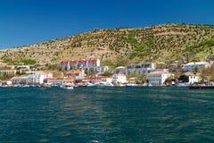 Porto nella baia di Balaclava Barche al pilastro fotografie stock libere da diritti