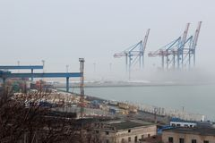 Porto nella nebbia immagine stock libera da diritti