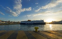 Porto no nascer do sol, Grécia de Piraeus Imagens de Stock