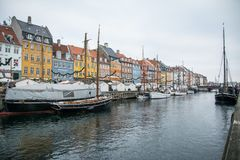 Porto novo de Nyhavn Área popular de Copenhaga dinamarca imagens de stock royalty free