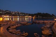 Porto pequeno em Ulcinj na noite, Montenegro Imagens de Stock