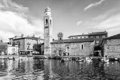 Porto pequeno, romântico em Lazise no lago Garda em Itália Foto de Stock