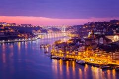 Porto Portugal är gammal stadshorisont från över den Douro floden, royaltyfria foton