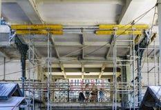 Porto, Portugal 12 août 2017 : L'échafaudage pour la réforme néoclassique du marché appelée font Bolhao à Porto du centre Avec je Image stock