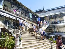 Porto, Portugal 12 août 2017 : les escaliers d'accès aux planchers supérieurs du marché néoclassique appelé font Bolhao avec beau photo libre de droits