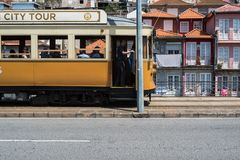 Porto, Portugal - April 24, 2018: oude gele tram royalty-vrije stock afbeeldingen