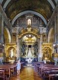 Porto, Portugal 12. August 2017: Innenraum von St- Anthony` s Kirche versammelt sich errichtet im 18. Jahrhundert und sehr im pol Lizenzfreie Stockfotografie