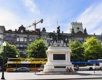 porto portugal Augusti 12, 2017: Den jubileums- statyn av droppen för konungen Dom Pedro av Portugal lokaliserade i plazaen de La fotografering för bildbyråer