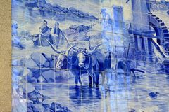 PORTO, PORTUGAL - AUGUSTUS 12, 2017: Beroemd stationsao Bento met Azulejo-panelen royalty-vrije stock fotografie