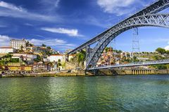 Porto, Portugal bei Dom Luis Bridge Stockbild