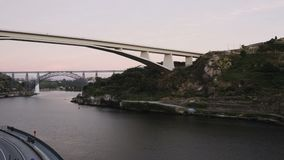 Porto, Portugal 3 Brücken in Abend Duero-Flusses 4K zum Nachtzeitversehen stock video footage