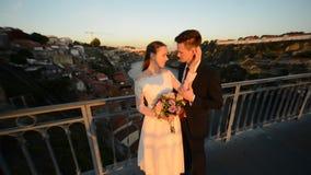 Porto Portugal bruden och brudgummen stock video