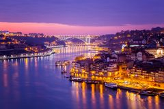 Porto, Portugal is de oude stadshorizon van over de Douro-Rivier, Royalty-vrije Stock Foto's