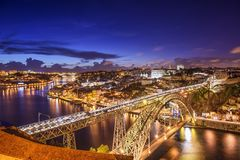 Porto, Portugal em Dom Luis Bridge fotos de stock