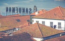 PORTO, PORTUGAL - 18. JANUAR 2018: Duero Fluss und Ribeira von den Dächern bei Vila Nova de Gaia, Porto, Portugal Lizenzfreies Stockbild