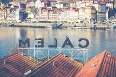 PORTO, PORTUGAL - 18. JANUAR 2018: Duero Fluss und Ribeira von den Dächern bei Vila Nova de Gaia, Porto, Portugal Stockbilder