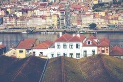 PORTO, PORTUGAL - 18. JANUAR 2018: Duero Fluss und Ribeira von den Dächern bei Vila Nova de Gaia, Porto, Portugal Stockbild