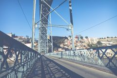 PORTO, PORTUGAL - JANUARI 18, 2018: Mening van de historische stad van Porto, Portugal met de Dom Luiz-brug Royalty-vrije Stock Fotografie