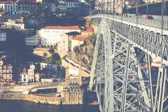 PORTO PORTUGAL - JANUARI 18,2018: Panoramasikt på Porto, den Duoro floden, det Ribeira området och Dom Luis Bridge Royaltyfria Foton
