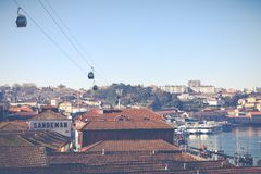 PORTO, PORTUGAL - 18 JANVIER 2018 : Rivière et Ribeira de Douro des toits chez Vila Nova de Gaia, Porto, Portugal Photographie stock