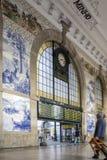 PORTO, PORTUGAL - 4 JUILLET 2015 : Panneau antique d'Azulejos de vintage Photographie stock libre de droits