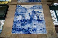 Porto, Portugal - Juli 2017 Altes Weinlese azulejos Bild im alten Sao Bento Railway Station von Porto Gebäude von Sao Bento lizenzfreie stockbilder