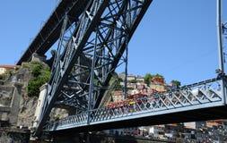 Porto, Portugal - juli 10 2010: brug Stock Afbeeldingen