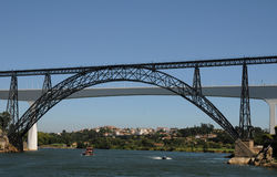 Porto, Portugal - juli 10 2010: brug Stock Foto