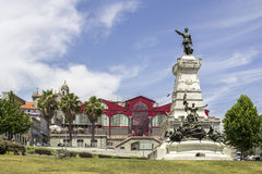 PORTO PORTUGAL - JULI 04, 2015: Ferreira Borges marknad Royaltyfri Fotografi