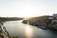 Porto, Portugal - Juli, 2017 Luchtmening van Dom Luis I op Douro-Rivier bij zonsondergang in Vila Nova de Gaia, Porto, Portugal P Royalty-vrije Stock Foto