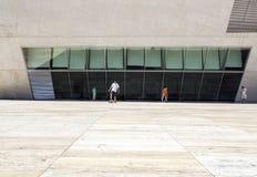 PORTO PORTUGAL - JULI 05, 2015: Sikt av mötesplatsen för gränsmärke för Casada Musica Arkivfoton