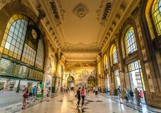 PORTO PORTUGAL - JUNI 28, 2016: Entra för SaoBento Railway station Royaltyfri Foto