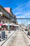Porto, Portugal am 21. Mai 2015: Bunte Häuser von Porto Ribeira, Por Lizenzfreie Stockfotos