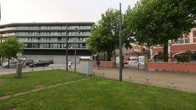 PORTO, PORTUGAL - Mening van Oude Porto van de tram van de venstererfenis stock footage