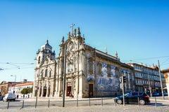 PORTO, PORTUGAL - OKTOBER 20,2012: Carmelitas-Kirche und Carmo C Lizenzfreie Stockfotos