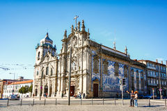 PORTO, PORTUGAL - OKTOBER 20,2012: Carmelitas-Kirche und Carmo C Lizenzfreie Stockbilder