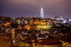 Porto, Portugal oude het kwart luchtmening van het stadscentrum bij nacht Royalty-vrije Stock Afbeelding